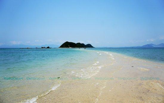 Khanh Hoa, Wietnam: Điệp Sơn là hòn đảo nhỏ, hoang sơ rất đẹp với con đường cát dưới mực nước biển dài hơn 700m nối