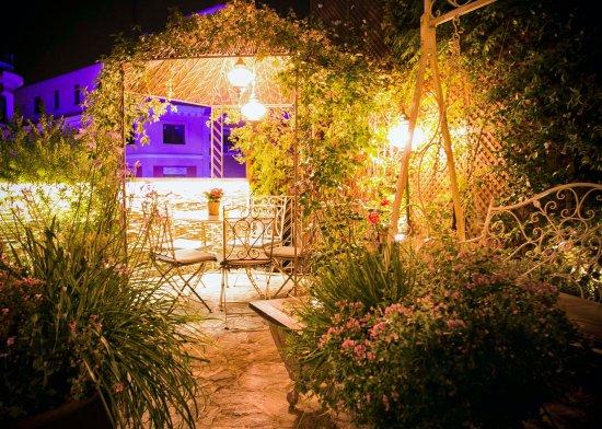 El jard n de salvador bachiller de noche fotograf a de for El jardin secreto salvador bachiller