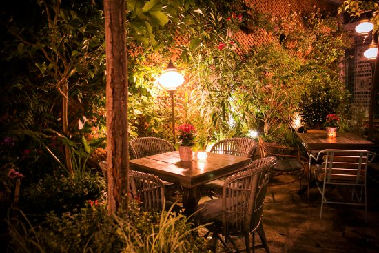 Jard n de salvador bachiller de noche picture of jardin for Cafe el jardin secreto