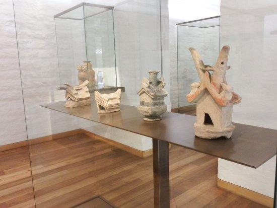 Museum für präkolumbische Kunst Casa del Alabado: Some of the pieces at Casa de Alabado Museum