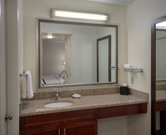 Residence Inn Philadelphia Valley Forge : Suite Bathroom