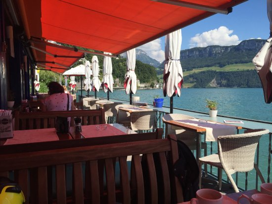 Gersau, Suiza: The verandah inches above the water