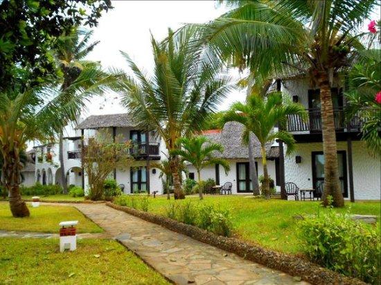 Jacaranda Indian Ocean Beach Resort: area around