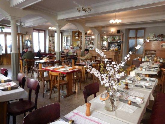 Arnay-le-Duc, Frankreich: Notre salle de restaurant