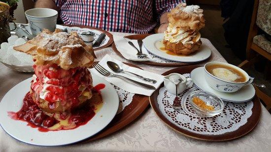 Borkumer Teestubchen: Die besten Windbeutel, die wir je gegessen haben. Aber auch der Tee ist ein Traum