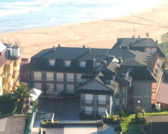 Hotel Arillo: Situacion frente a la playa