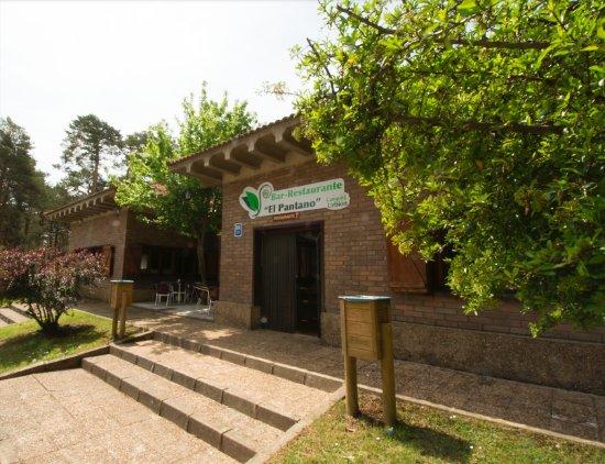 Abejar, İspanya: Entrada principal desde la parte exterior de camping Urbión.