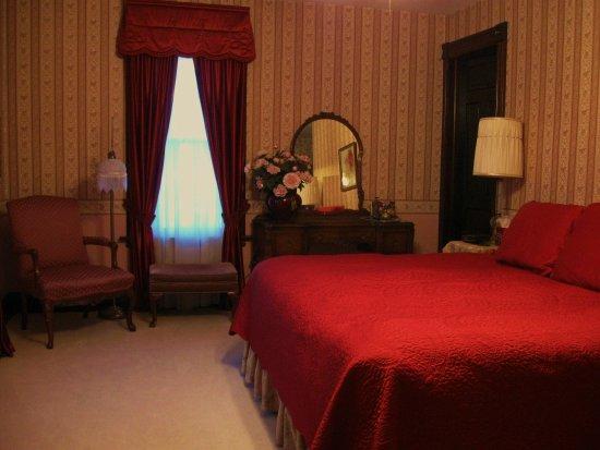 Victorian Rose Garden Bed & Breakfast: Presidential Chamber