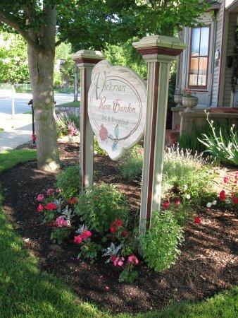 Victorian Rose Garden Bed & Breakfast: Victorian Rose Garden sign