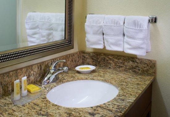 Richmond Heights, MO: Guest Bathroom