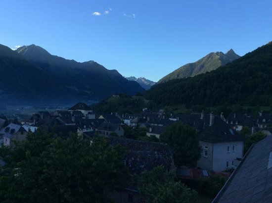 Saint Savin, Francja: Morning breaking from hotel room