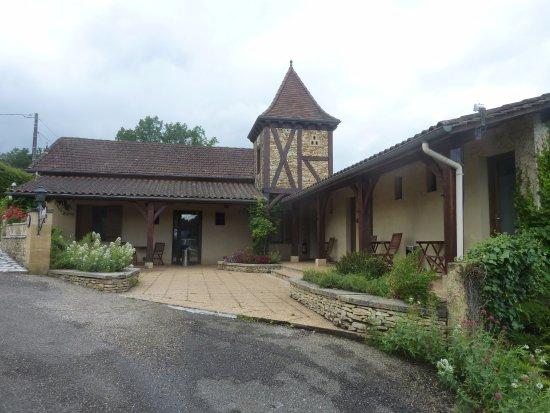 Meyrals, France: Annexe du bâtiment principal. Juste le chant des oiseaux comme bruit de fond
