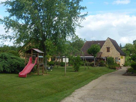 Meyrals, France: En trée du Domaine.Bâtiment principal (accueil, restaurant et chambres)