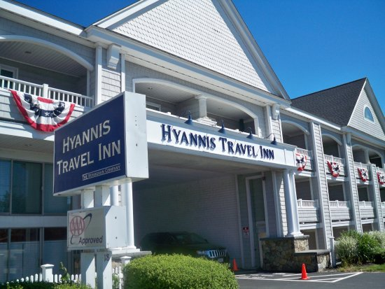 Hyannis Travel Inn: Main Entrance