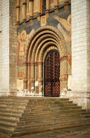 Cathedral of the Assumption (Uspensky Sobor): парадный вход