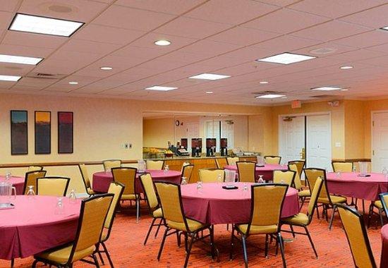 Residence Inn Frederick: Meeting Room – Banquet Setup