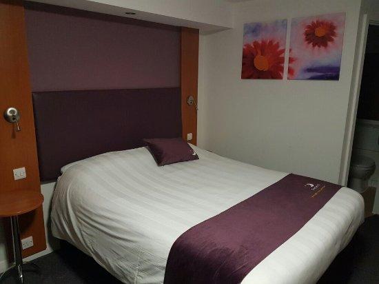 Premier Inn Swindon Central Hotel: 20160624_222329_large.jpg