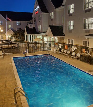 TownePlace Suites Medford: Outdoor Pool