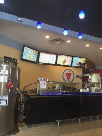 Spanish Fork, ยูทาห์: Mr. Grill and Sub Zero ice cream.  Yummy!