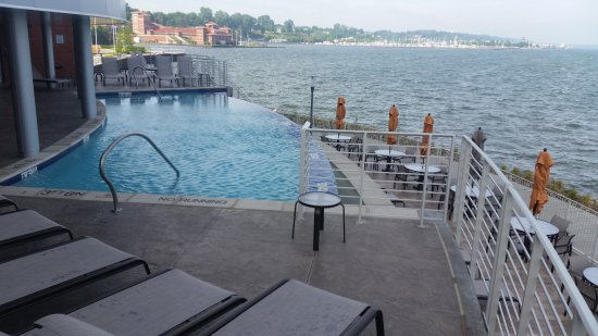 Waves on the bay & the pool! - Picture of Courtyard by