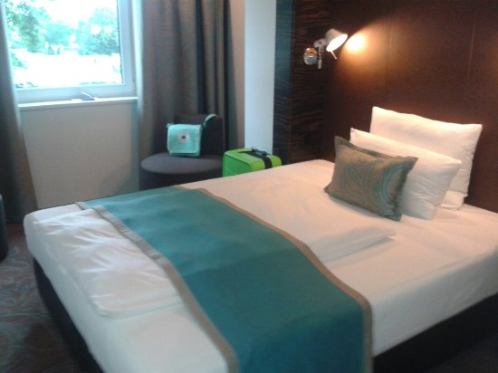 Motel One Hamburg Airport: 20160627_173755_large.jpg