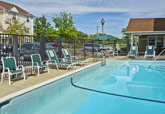 TownePlace Suites Chantilly Dulles South: Outdoor Pool