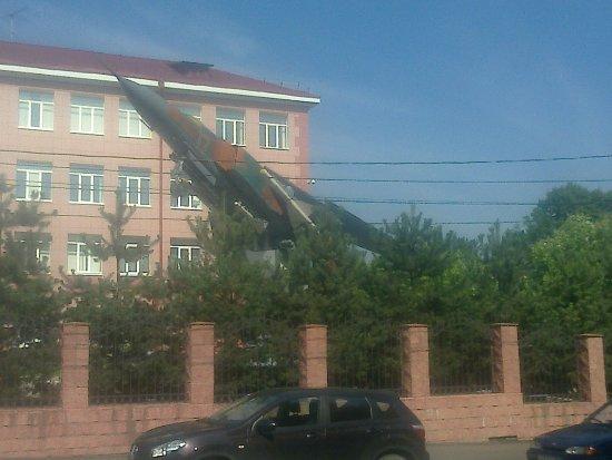 Памятник Самолет МиГ-23 МЛД