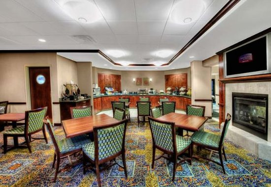 SpringHill Suites Milford: Breakfast Area