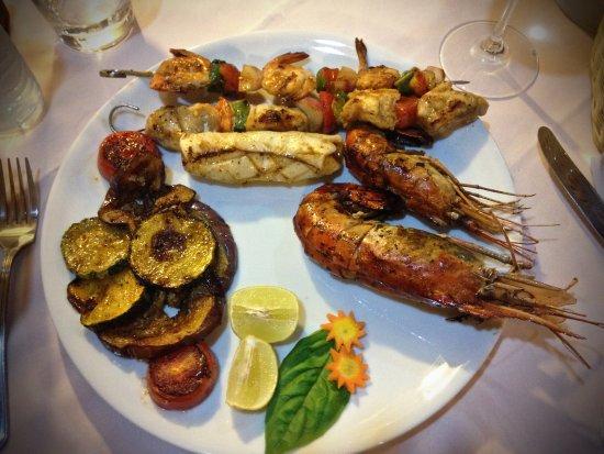Chez Teresa: Grigliata mista di pesce con contorno di verdure grigliate