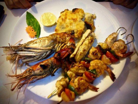 Chez Teresa: Grigliata mista di pesce con contorno di patate gratinate al formaggio