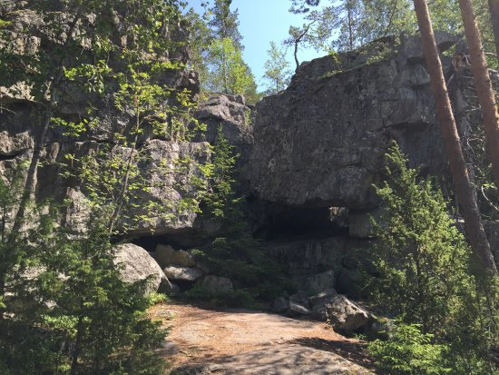 Stone Castle of Pirunvuori: The cave