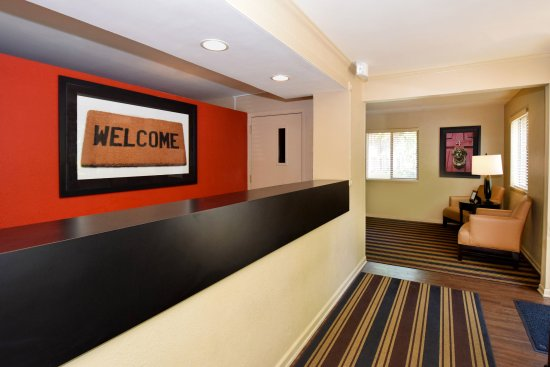 Extended Stay America - Louisville - Hurstbourne: Lobby and Guest Check-in