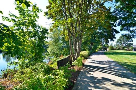 Rodeway Inn Willamette River: ORWalkingarea