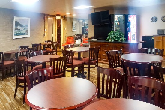 Econo Lodge Metro: Breakfast area