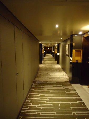Hilton Beijing Wangfujing: Gang zu den Zimmern