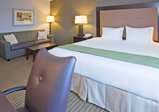 Holiday Inn Express Vadnais Heights: Queen Bed Jacuzzi Suite