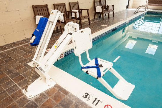 Pullman, واشنطن: ADA Lifts Accessing Pool and Hot Tub