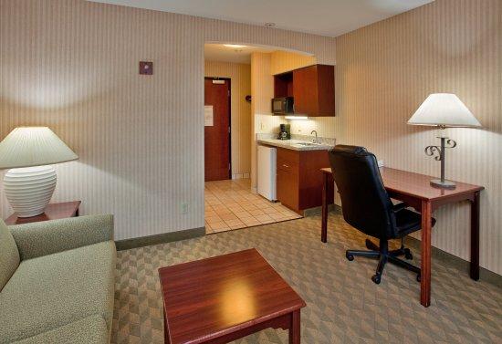 Lansing, KS: Suite