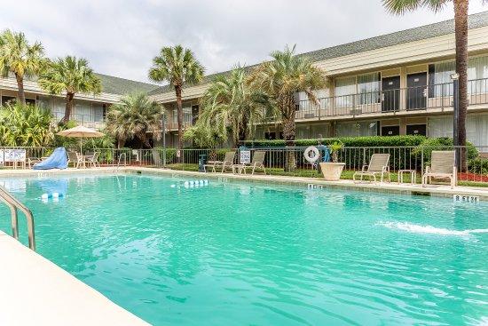 Quality Inn & Suites Georgetown: Pool