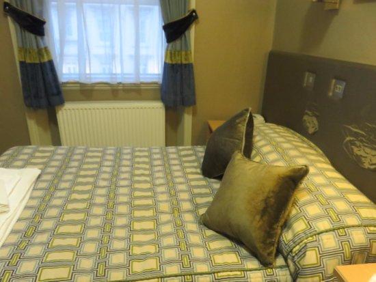 Sidney Hotel London-Victoria: chambres (tête de lit défraichie)