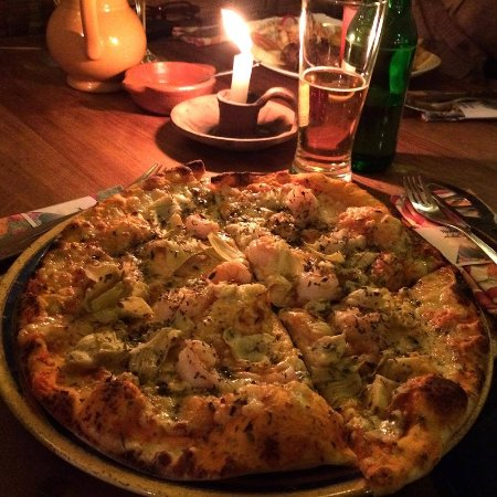 Arbol de Montalvo Restaurant: pizza from the wood burning oven