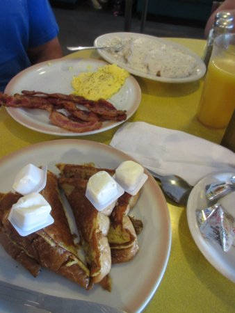 Chesterton, IN: breakfast