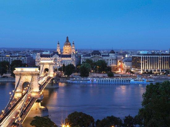 Sofitel Budapest Chain Bridge: Exterior