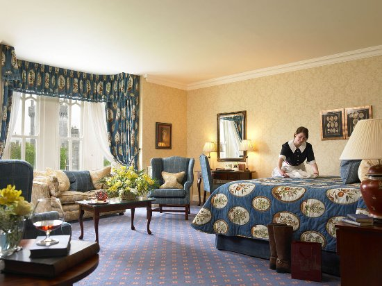 Dromoland Castle Hotel: East Wing Deluxe Bedroom