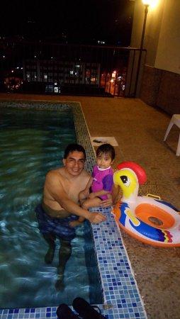 Hotel Costa Inn: en la piscina del hotel