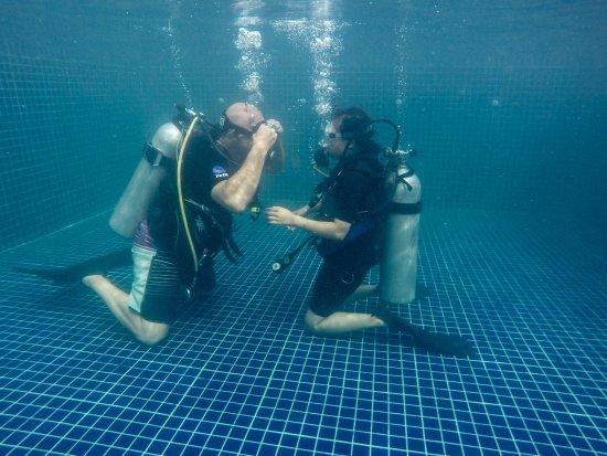 The Dive Shop Cambodia: Exercice piscine