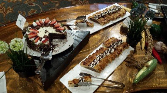 Chinook Family Restaurant : desert table 4