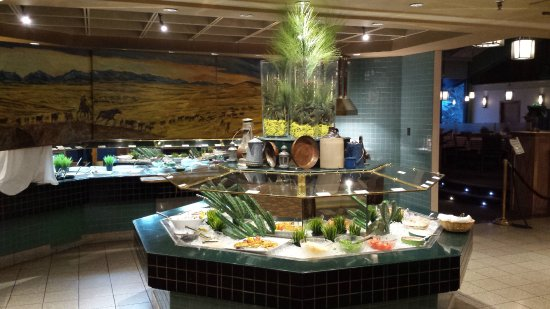 Chinook Family Restaurant : buffet tables