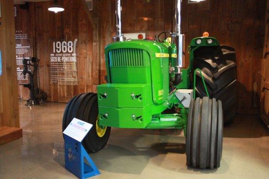 Williamsburg, IA: JD 5020 Kinze Repower