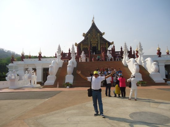 Royal Park Rajapruek: The temple is great. Well organize surrounded with green tress and flowers. It is a beautiful pl